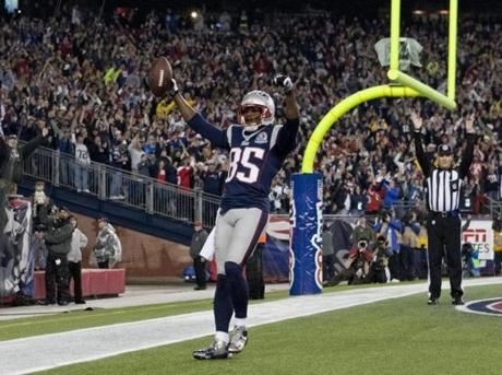 The Patriots' Brandon Lloyd celebrated his 37-yard touchdown reception against the Houston Texans during first quarter.