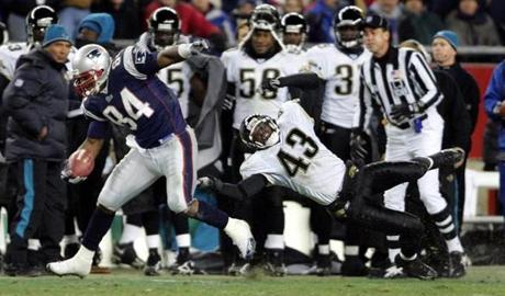 Ben Watson left Jaguars safety Gerald Sensabaugh in the dust as he rumbled to a 63-yard touchdown reception.