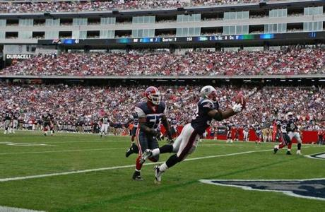 Kevin Faulk extended himself on this 17-yard touchdown reception during the third quarter.