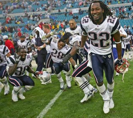 Asante Samuel, right, and his Patriots teammates celebrated another division title after the win.