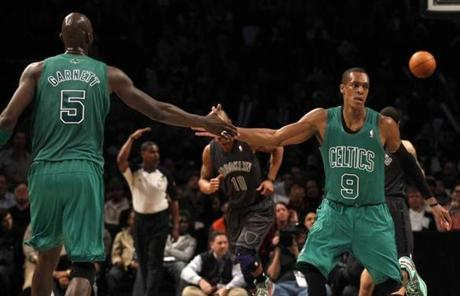 Rajon Rondo drew congratulations from Kevin Garnett after notching a basket in the third quarter.