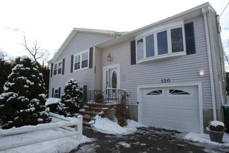Medford, MA., 01/02/12 This home at 120 Cedar Road North is the featured Home of The Week. Section: Business.Suzanne Kreiter/Globe staff