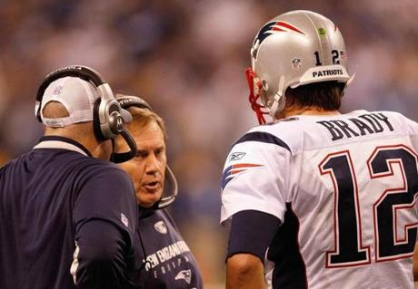 Bill Belichick, center, conferred with Tom Brady before opting not to punt late in the fourth quarter.