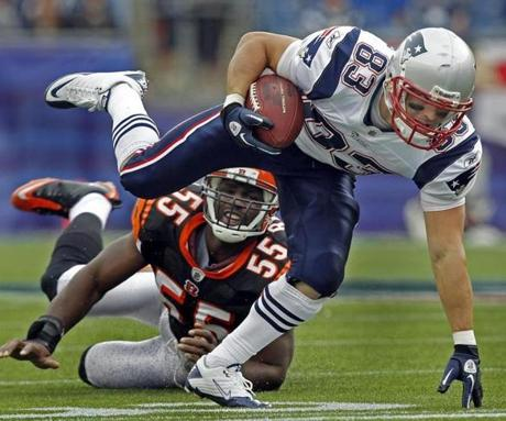 Wes Welker had eight catches and two touchdowns in his first game back from a knee injury.