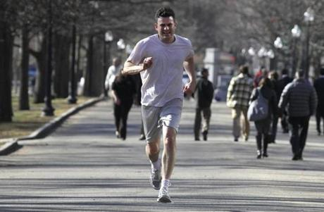 Boston, MA 1/14/13 - Peter Murphy (cq) runs during his lunch hour on Boston Common. People enjoy the unseasonably mild weather on Boston Common. (Globe staff photo / Bill Greene) section: metro, topic: weather