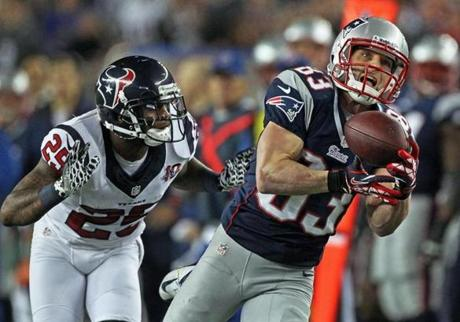 Wes Welker, who finished with eight catches for 131 yards, hauls in a 47-yarder from Tom Brady in the second quarter.
