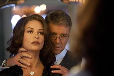The mayor, played by Russel Crowe, and his wife, played by Catherine Zeta Jones.