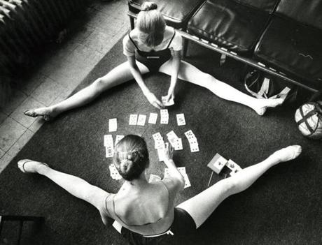 July 8, 1982: Elizabeth Levieux (top) and Margaret Tappan kept cool playing cards before practice at the Boston Ballet Summer Program.