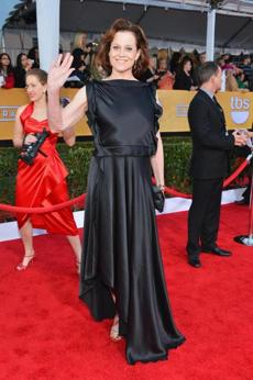 Sigourney Weaver: Did Weaver improvise this gown by stitching a black satin pillow sham to a sheet?