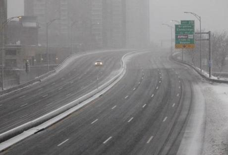 BOSTON MA.02/08/13: Conditions during the storm RUSH HOUR after 4pm driving ban starts seen here on Mass Turnpike before Allston tolls.( David L Ryan/Globe Staff Photo ) SECTION: METRO TOPIC09storm(1)
