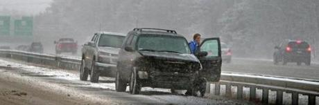 2/8/13: Andover, MA: A fender bender on Route 93 southbound at around 2:30 pm is pictured. section: metro topic:blizzard (Jim Davis/Globe Staff)