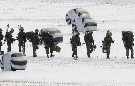 South Korean soldiers conducted an exercise near the demilitarized zone of Panmunjom in Pajuon Tuesday.