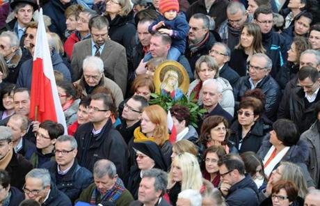 The crowd waited for the arrival of Pope Benedict XVI on Freedom's Square at Castel Gandolfo.