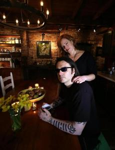 Damien Echols with his wife, Lorri Davis. The couple started exchanging letters when he was imprisoned.