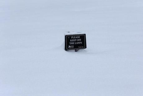 BOSTON, MA. 03/ 19 /13: READY FOR SPRING...keep off the lawn at the Boston Public Garden. ANOTHER STORM hits the Boston area just before Spring is to start. ( David L Ryan/Globe Staff Photo ) SECTION: METRO TOPIC 20snowphoto