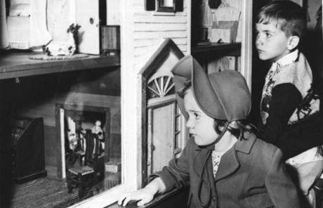 Sue and Lee Kelley of Weymouth at a dollhouse exhibit in 1954.