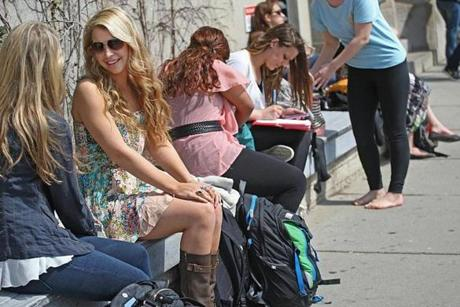 Boston, Ma., 04/01/13, The warm weather is going to be gone by the late afternoon, but Boston University students soaked up the sun on Commonwealth Ave. On left is Matisse Haddad (back to camera) talking to Maggie Pappalardo, both cq. Section: Metro, Stand-Alone feature. Suzanne Kreiter/Globe staff