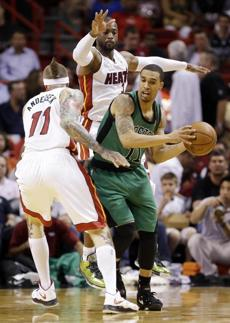 Courtney Lee looked for an opening past Miami Heat forward Chris Andersen (left) and guard Dwyane Wade.