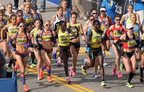 The elite women, including Shalane Flanagan of Marblehead, start their race.