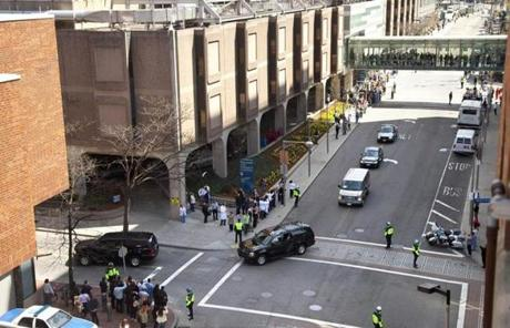 Michelle Obama's motorcade arrived at Brigham and Women's Hospital, where she was meeting victims of the marathon bombings.