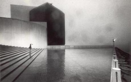 January 19, 1986: As a fog light does its best, a lone visitor to the John F. Kennedy library came down the stairway.