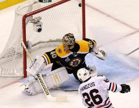 Michal Handzus opened the scoring early in the first period to give the Blackhawks a 1-0 lead.