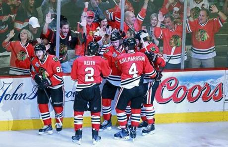 The Blackhawks defeated the Bruins, 3-1, in Game 5 and took the series lead.