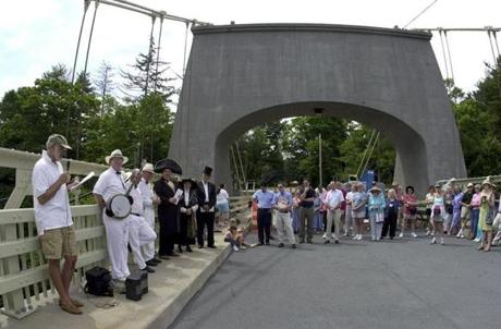 The rededication of the Chain Bridge in 2003 was a community event, with actors dressed as historic figures.