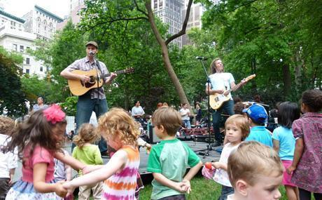Moock and Jamie Walker get the crowd jumping at New York City's Madison Square Park.