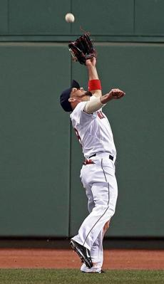 Shane Victorino made an acrobatic catch to rob the Orioles Nick Markakis of extra bases and save a run in the top of the sixth inning.