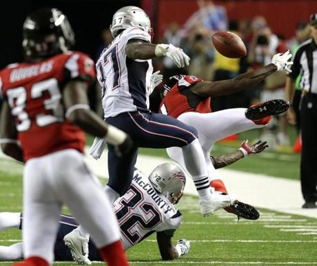 Falcons wide receiver Julio Jones appeared to not have possession of this pass. New England Patriots head coach Bill Belichick challenged the play but after review the call was upheld that he had made the reception.