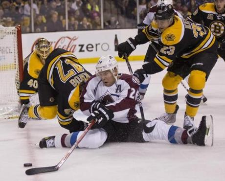 Chris Kelly put pressure on Paul Stastny, but Boston couldn't develop offensive rhythm during the game.