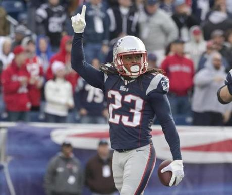 The Patriots rallied from an early deficit to beat the Dolphins, 27-17.