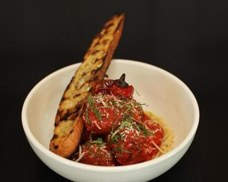 Spaghettini with meatballs.