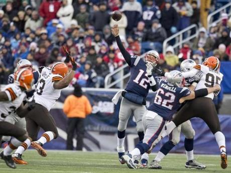 Tom Brady threw a 50-yard pass to Shane Vereen in the third quarter.