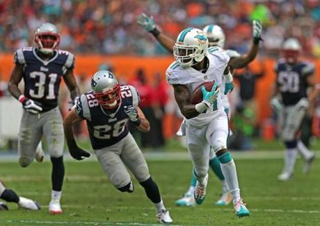 Mike Wallace turned a short pass reception into a 39-yard catch-and-run to score the Dolphins' first touchdown.