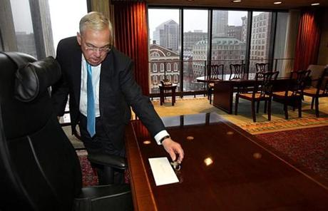 Mayor Menino left keys to the mayor's office next to a letter for Walsh on the mayor's desk.