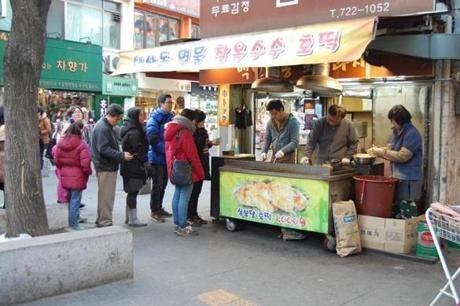 Customers line up at a pojangmacha.