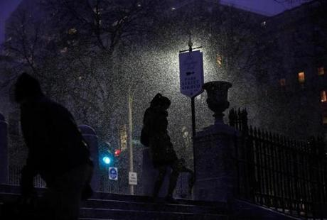 Pedestrians make their way through the snow as they enter the Boston Common in Boston, Massachusetts January 21, 2014. (Jessica Rinaldi For The Boston Globe)
