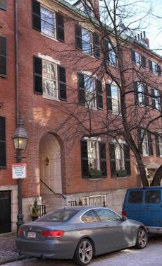 Trinity Church bought a Beacon Hill condo as the new rectory, but some have suggested that the property be sold.