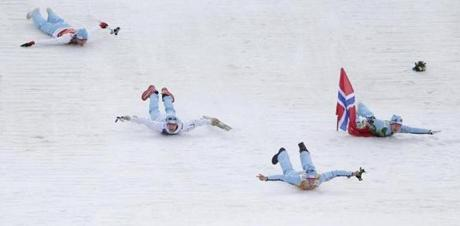 Norway's gold-medal team in Nordic combined (large hill) celebrated its win with an impromptu head-first slide.