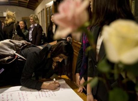 Boston University student Saveta Saini, a friend of Lingzi Lu, wrote a note to her family in Marsh Chapel during a memorial service on Monday.