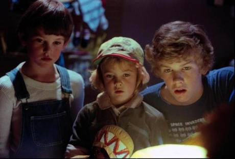 "HENRY THOMAS, DREW BARRYMORE and ROBERT MacNAUGHTON in the 1982 film ""E.T.: The Extra-Terrestrial,"" directed by Steven Spielberg. NYTCREDIT: Universal Pictures 15cinemania"