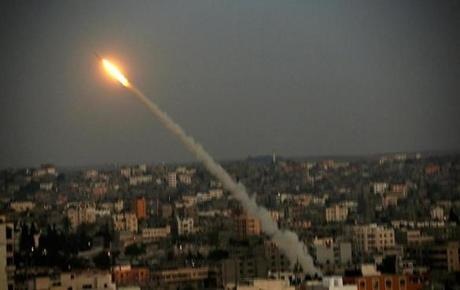 A rocket was launched from the coastal strip into Israel by militants of Ezz Al-Din Al Qassam militia.