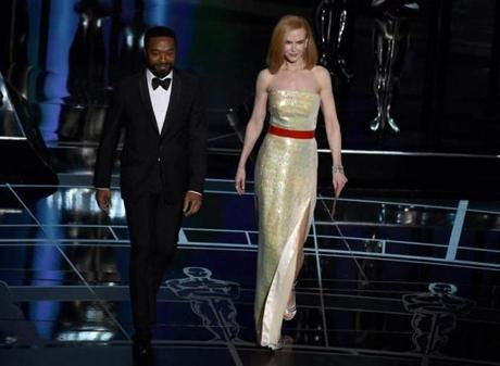 Chiwetel Ejiofor (left) and Nicole Kidman presented the award for best foreign language film.