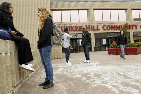CHARLESTOWN, November 17, BUNKER HILL COMMUNITY COLLEGE , students outside the school -(globe staff photo:Joanne Rathe section: metro topic : 18community) 030815colleges