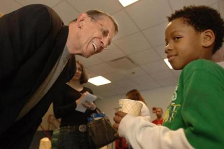 Leonard Nimoy chats with Joel Morris, 8, of Boston, during a tour of the new West End House Boy's & Girl's Club building in Allston. JOSH REYNOLDS FOR THE BOSTON GLOBE (Sidekick, Weisstuch) Library Tag 05122006 Sidekick