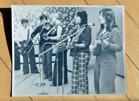 Marcia Deihl, right, who was ridong a bicycle in Cambridge when struck by a dump truck, was a member of the New Harmony Sisterhood Band, shown here playing in this undated photo, with bandmates, from left, Pat Oullette, Kendall Hale, Katie Tolles, and Deborah Silverstein. Josh Reynolds for The Boston Globe (Metro, Allen )