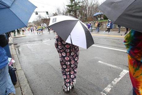 Newton, MA., 04/20/15, Spectators are underumbrellas as the runners leave Wellesley and head into Newton for the 119th running of the Boston Marathon, Suzanne Kreiter/The Boston Globe