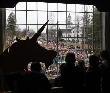Hopkinton, MA-April 20, 2015-Boston Marathon. View from office building at One Ash Street during the Men's elite start. Globe Staff photo/Jim Wilson